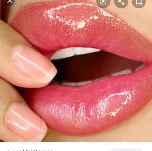 Hustle lip gloss - winky lux